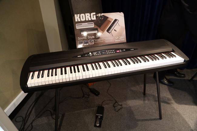 Korg SP280 studio